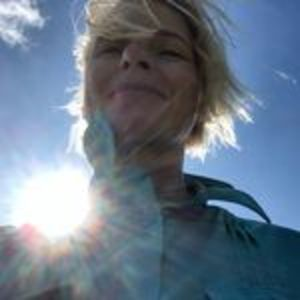 @elizabeth_gilbert_writer's profile picture on influence.co