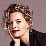 @elizabethbanks's profile picture on influence.co