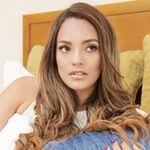 @priscillaeslo's profile picture on influence.co