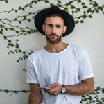 @arturoavallone's profile picture on influence.co