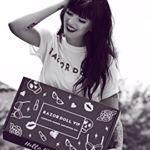 @razordolldesigns's profile picture on influence.co
