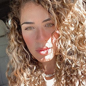 @curlybylola's profile picture on influence.co