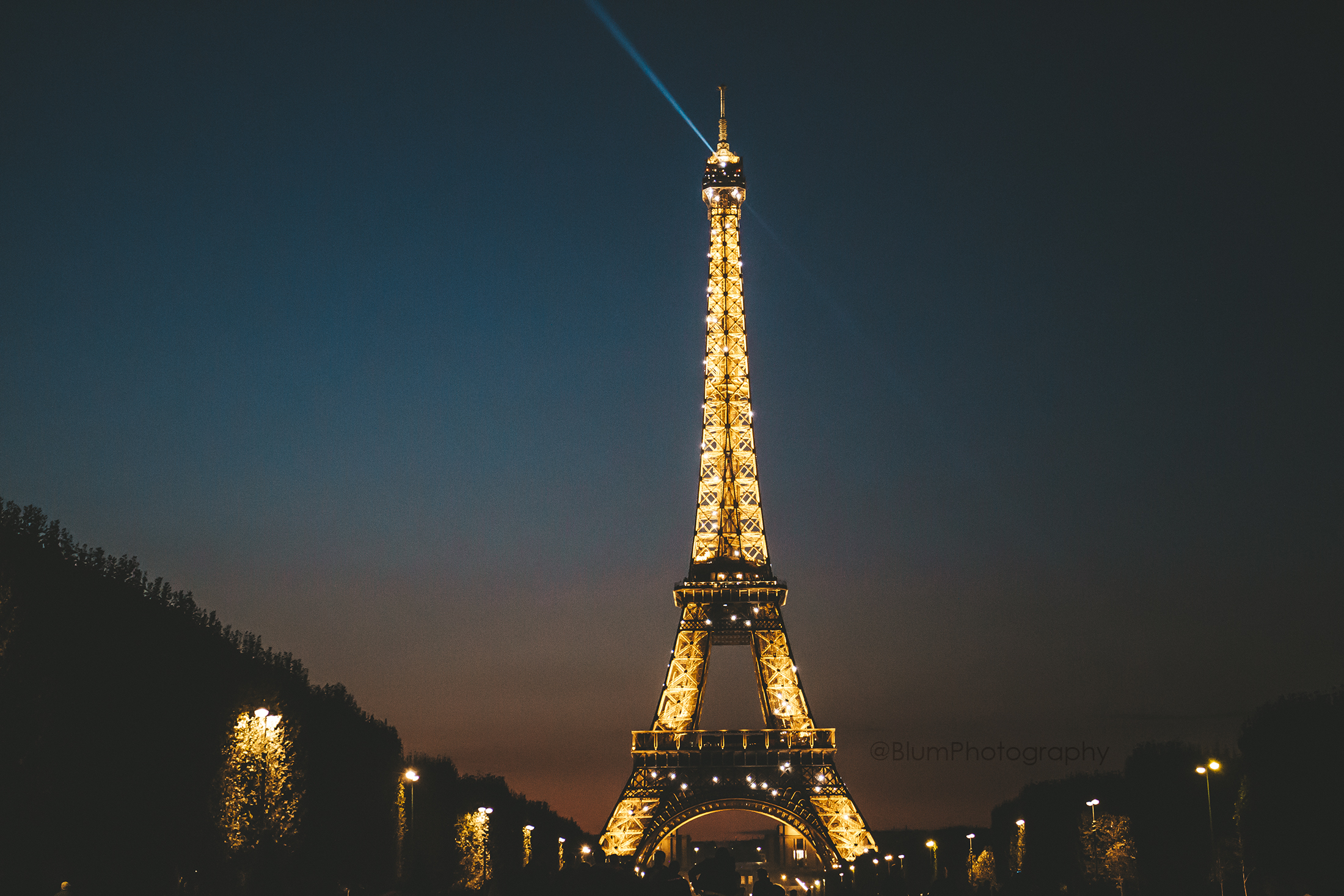 Matt blum travel photography paris france eiffel tower sunset