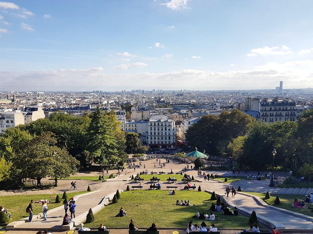 Deluxshionist travel   montmartre hills paris solo traveling