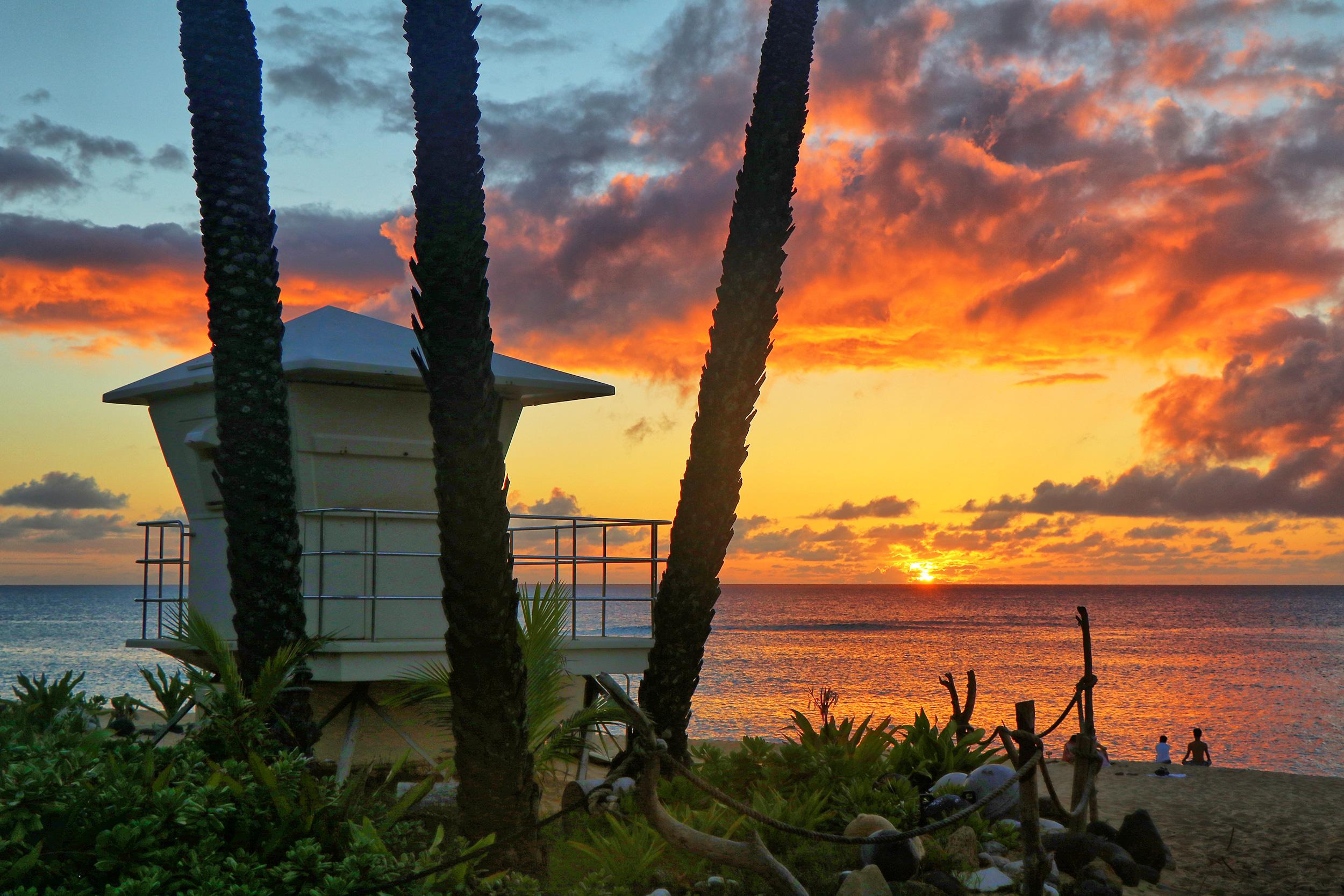 Sunset beach lifeguard stand 1 9610 w