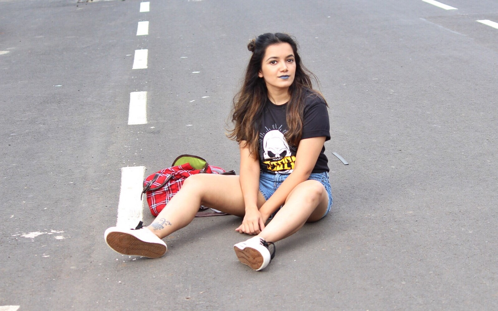 @ritikakuniyal's cover photo for 'How to Style Graphic Tees - THE MEOW CODE'