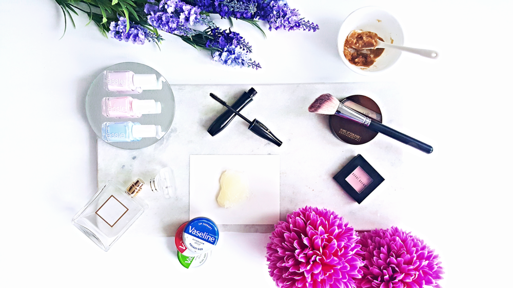 @polkad0tsbeauty's cover photo for '10 Ways to Use Vaseline'