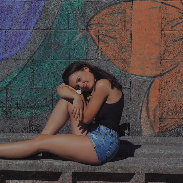 @laravarela7's cover photo for 'What Lara Wants: Frayed Shorts'