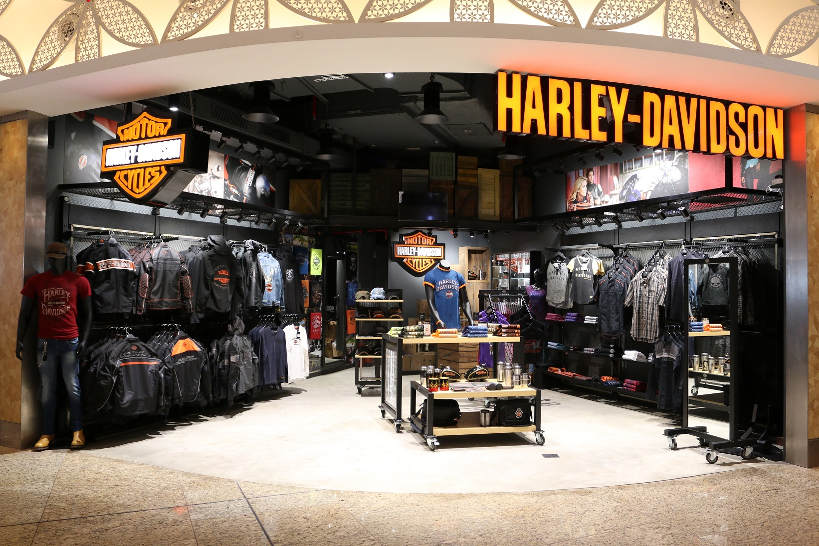 @motohood.in's cover photo for 'Harley Davidson Merchandise Showroom Opens in Mumbai - MotoHood'