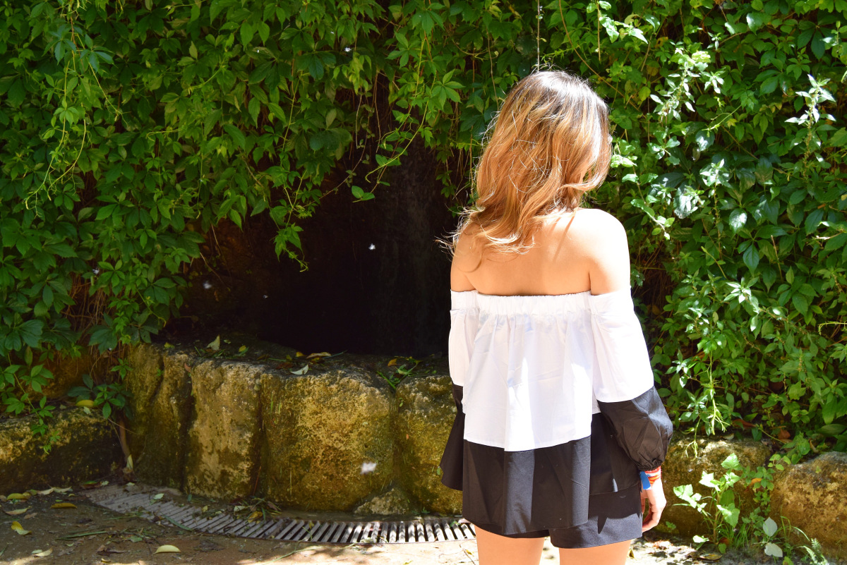 @unratoconcris's cover photo for 'Off-shoulder days!'