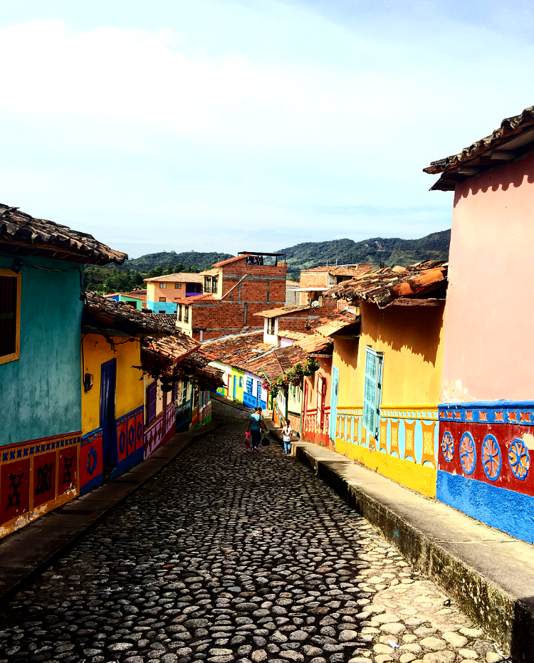 @leilaspassport's cover photo for 'Piedra del Peñol & Guatapé Tour'