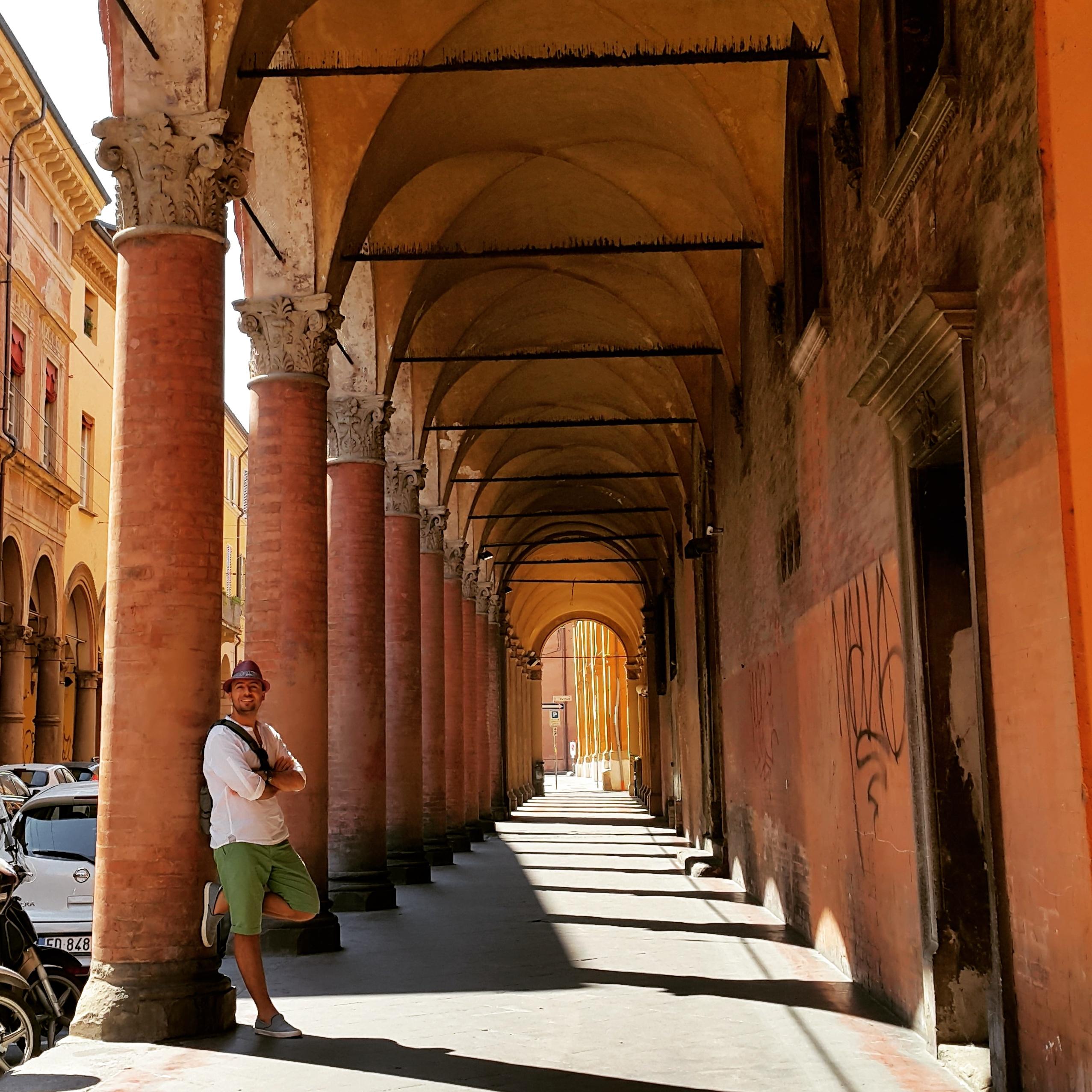 @gezibo's cover photo for 'Kızıl, Şişman ve Bilmiş Şehir: Bologna Gezi Rehberi'