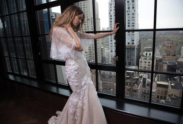 @casarei's cover photo for 'Vestido do dia: Berta Bridal F/W 2016'