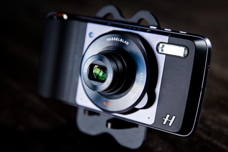 @suzipratt's cover photo for 'Field Test: The Hasselblad True Zoom Camera and Moto Z Smartphone'