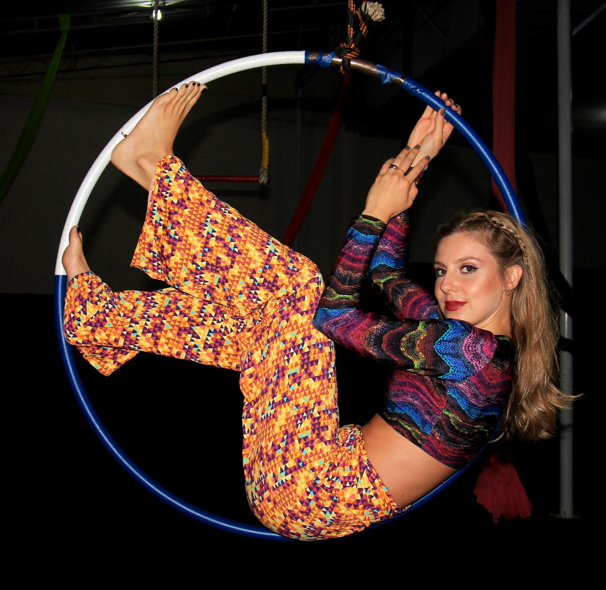 @mirellacabaz's cover photo for 'Apresento a Casa do Circo num Editorial Líquido Bauru!'