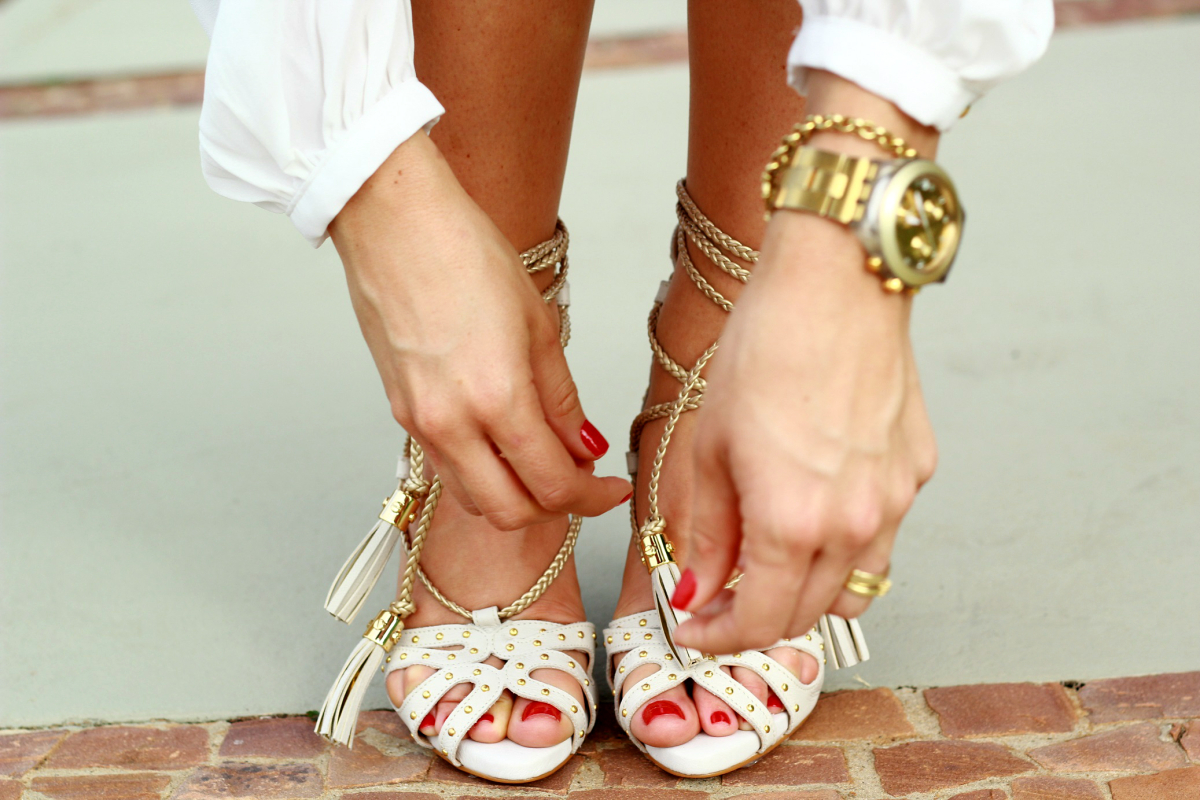@mirellacabaz's cover photo for '2 Looks Total White Carmen Steffens!'