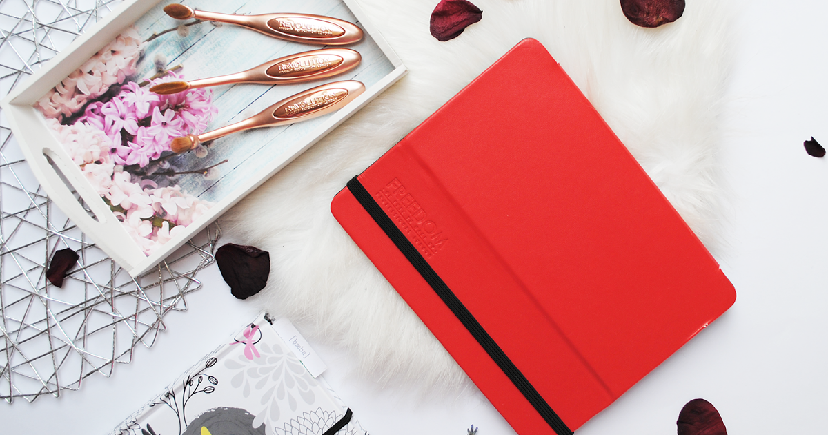 @french0vanilla_'s cover photo for 'Review and swatches: Freedom Pro Artist Pad Backstage Red'