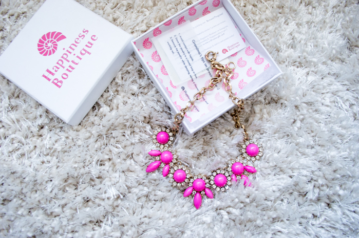 @colleencocobongo's cover photo for 'HAPPINESS BOUTIQUE NECKLACE REVIEW - COLLEEN WELSCH'