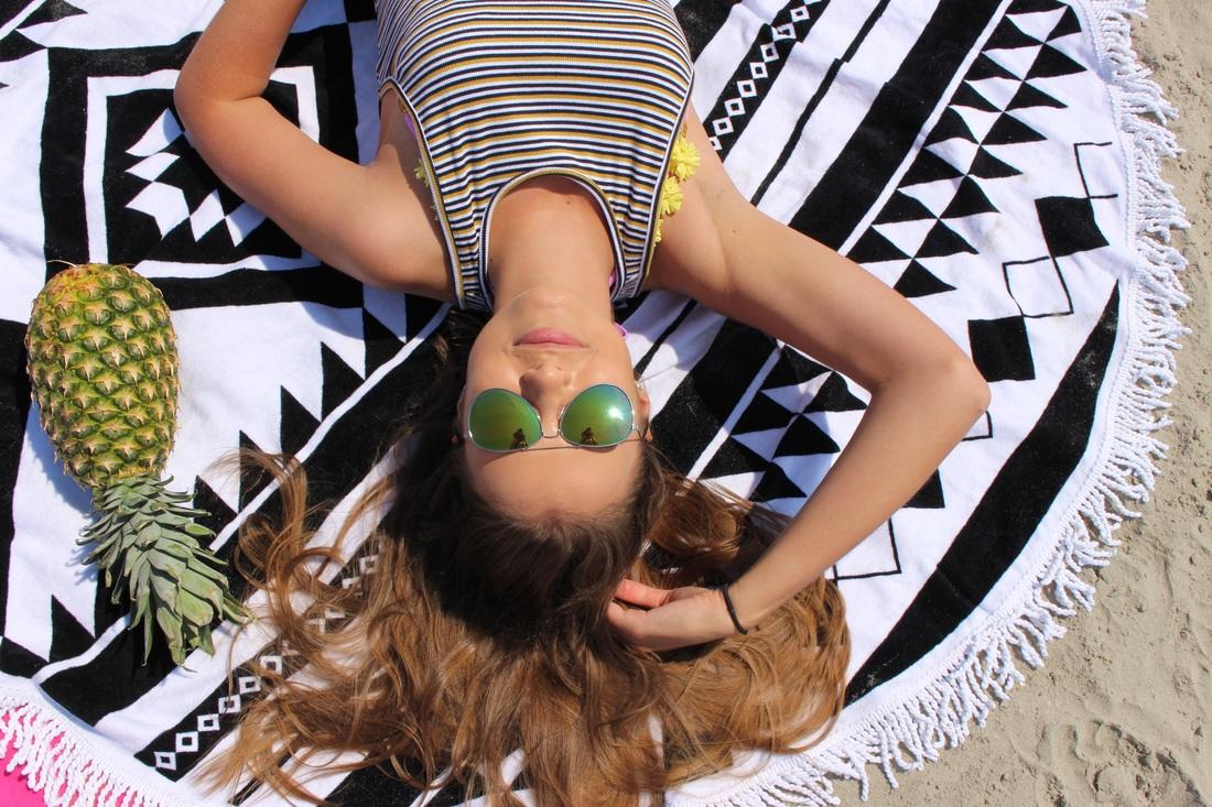 @hellogabrielle's cover photo for 'Beachin''