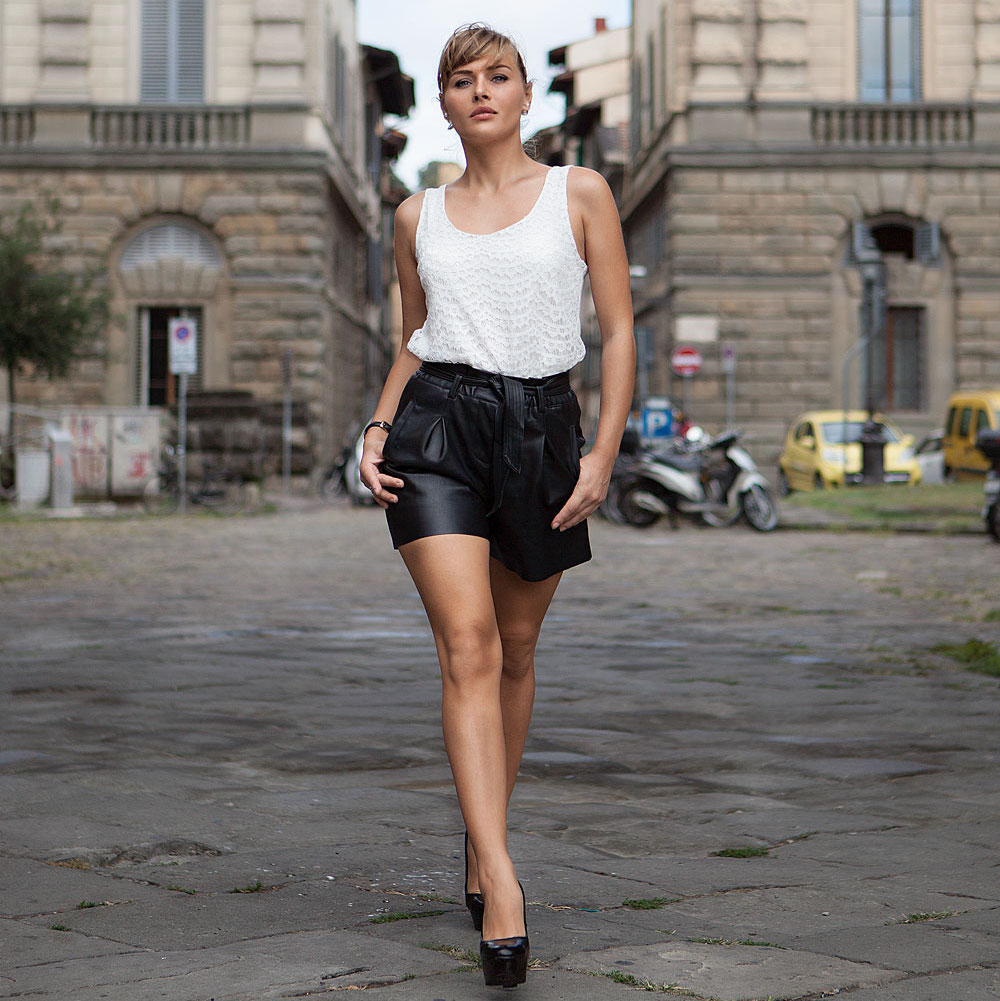@francescacolomboofficial's cover photo for 'Un outfit con PANTALONI CORTI in PELLE per una passeggiata a Firenze'
