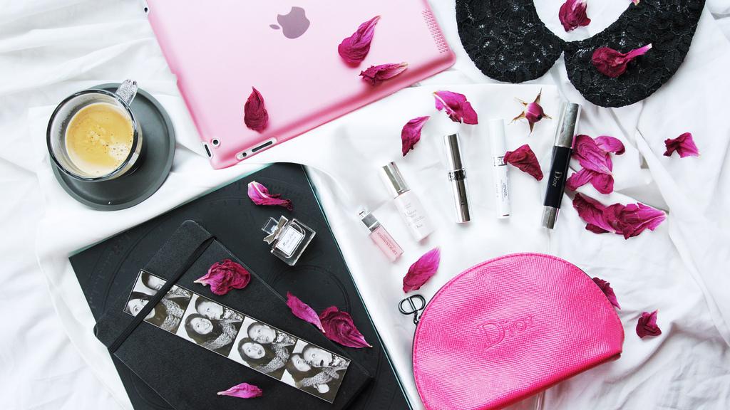 @karina_kudinova's cover photo for 'All In Good Taste: Что в моей косметичке Dior'