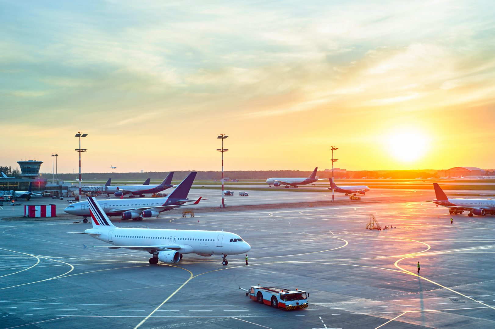 @camwonderlands's cover photo for 'Top Tips To Make Your Airport Experience Easier - Camille in Wonderlands'