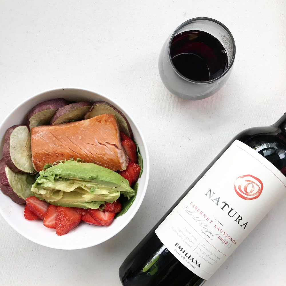 @approachingpaleo's cover photo for 'spring salmon & strawberry salad'