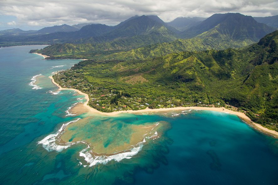 @lebigtrip's cover photo for 'Kauai helicopter tour: a complete guide and photos tips | Le Big Trip'