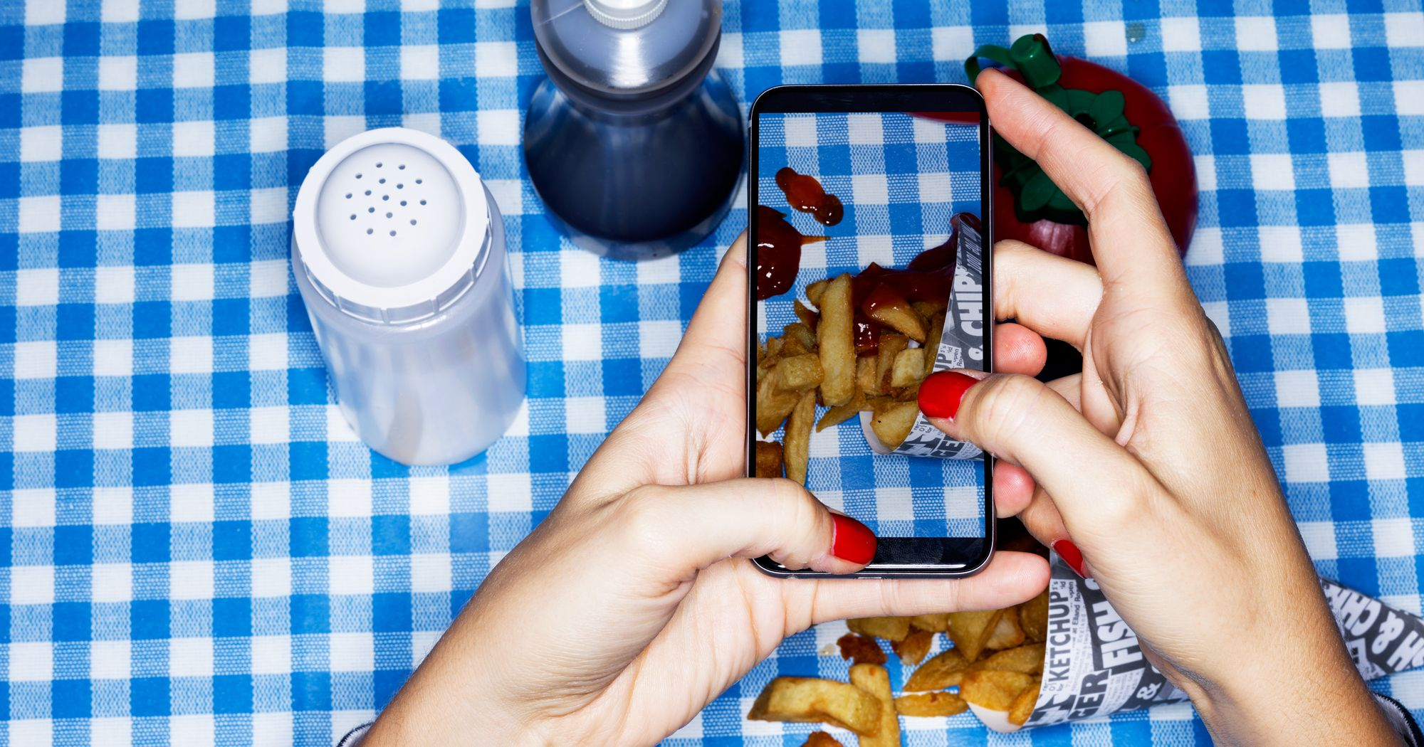 @cheatdayeats's cover photo for 'What It's REALLY Like To Become A Social Media Food Star'