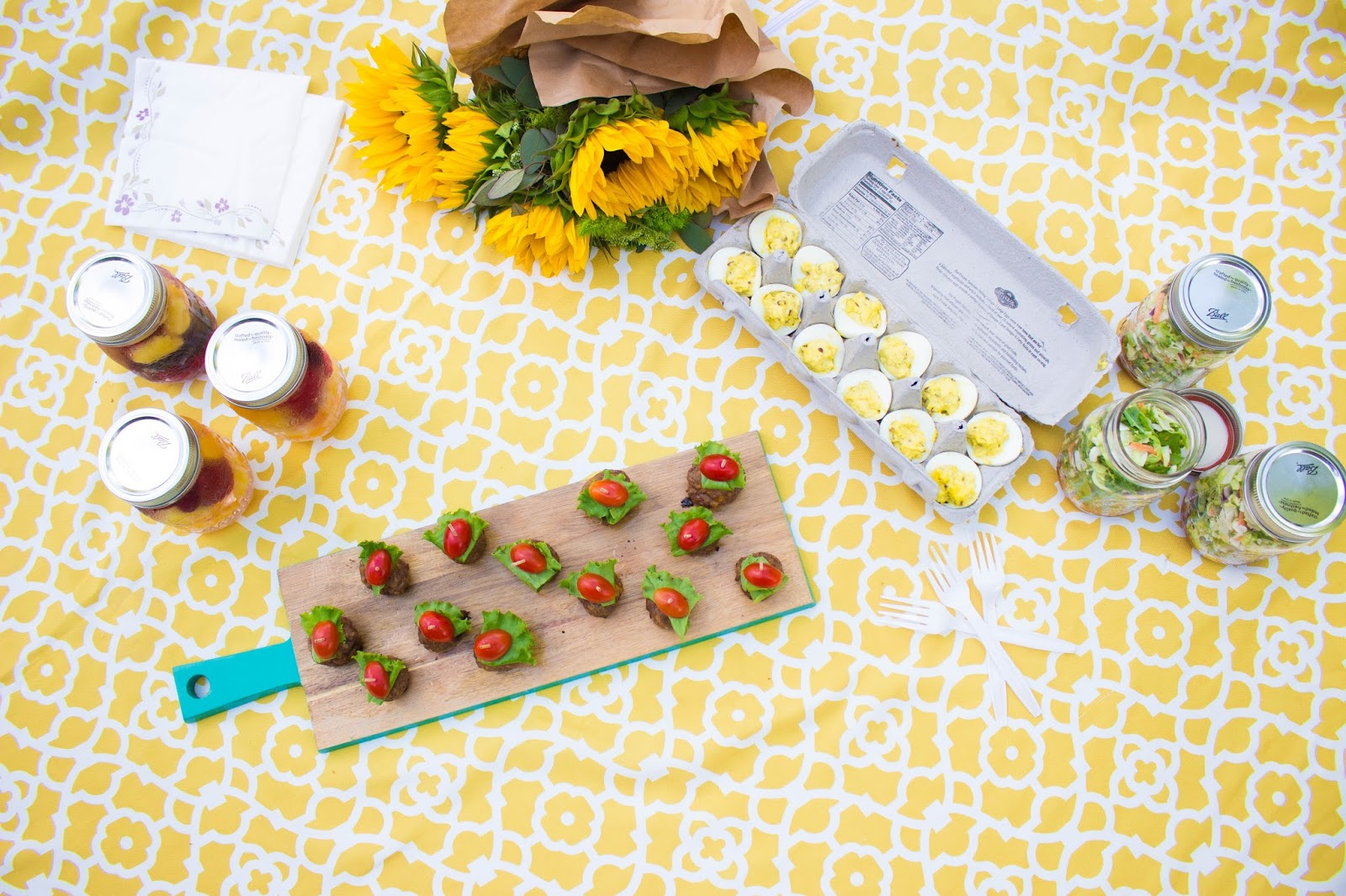@newmominanewera's cover photo for 'The Perfect Summertime Picninc Food: Cheeseburger Meatballs'