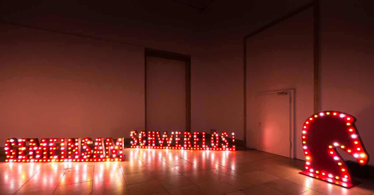 @bloginorange's cover photo for 'Hermès - Gemeinsam Schwerelos - Boutique Eröffnung & Party | Blog in Orange'