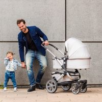 @minimagazine's cover photo for 'This is the Stroller Dad Would Be Proud to Push Around'