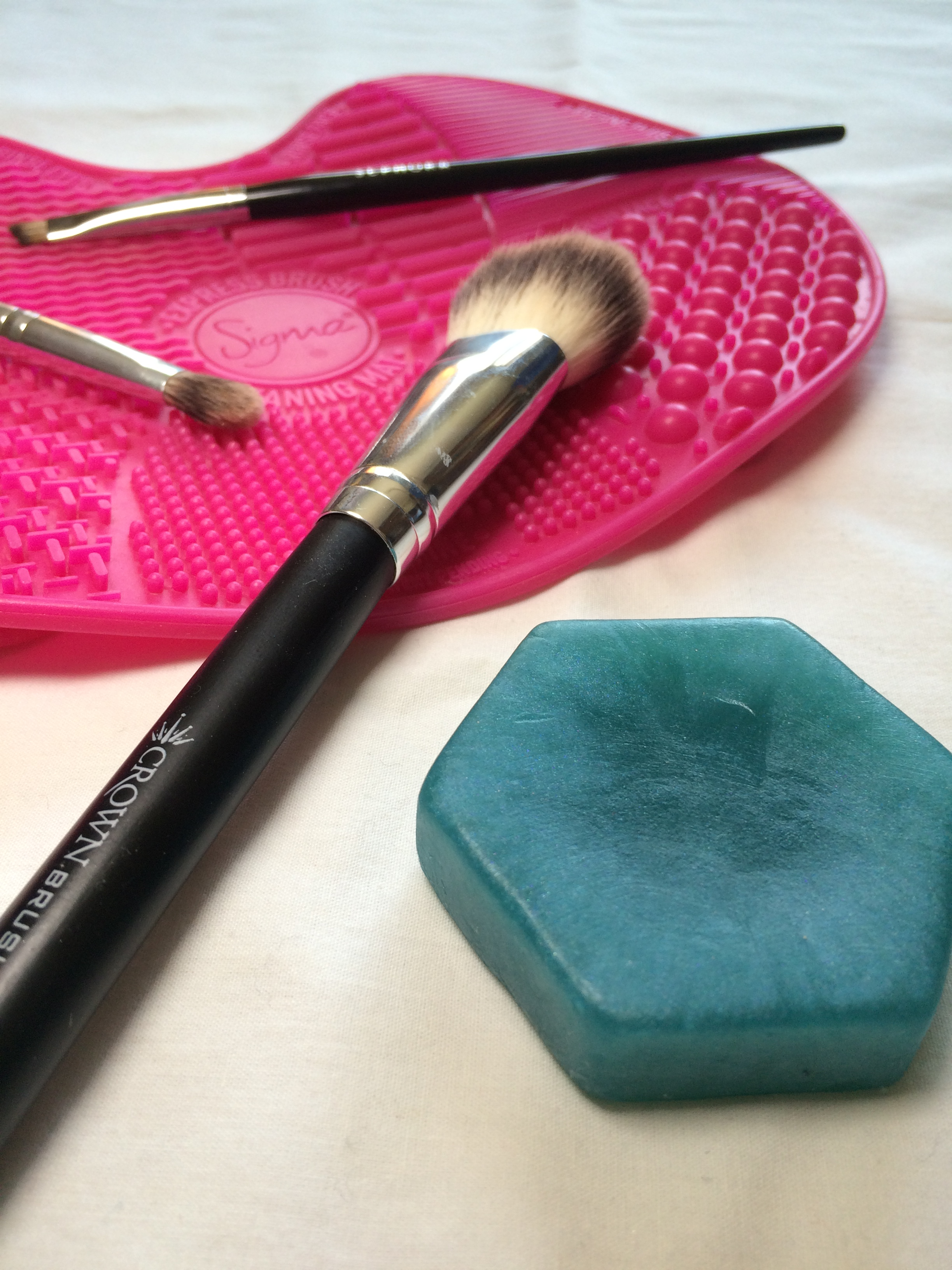 @frostandpolish's cover photo for 'Rub a Dub Dub – Bath Time For Your Makeup Brushes'