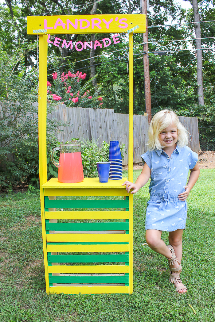 @raintinroof's cover photo for 'Easy DIY Lemonade Stand'