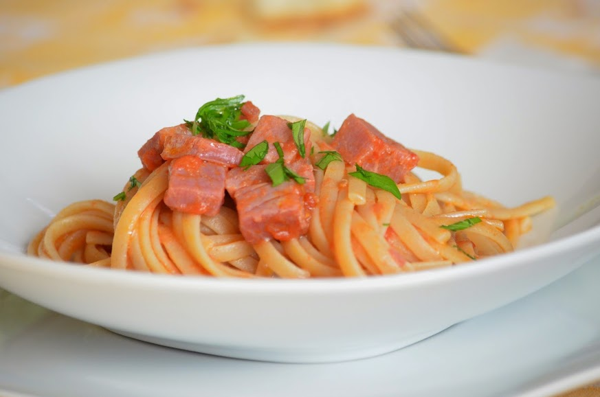@cook_eat_love's cover photo for 'Pasta Granoro Cuore Mio: linguine con tonno affumicato - Giulia Golino - Cook Eat Love'