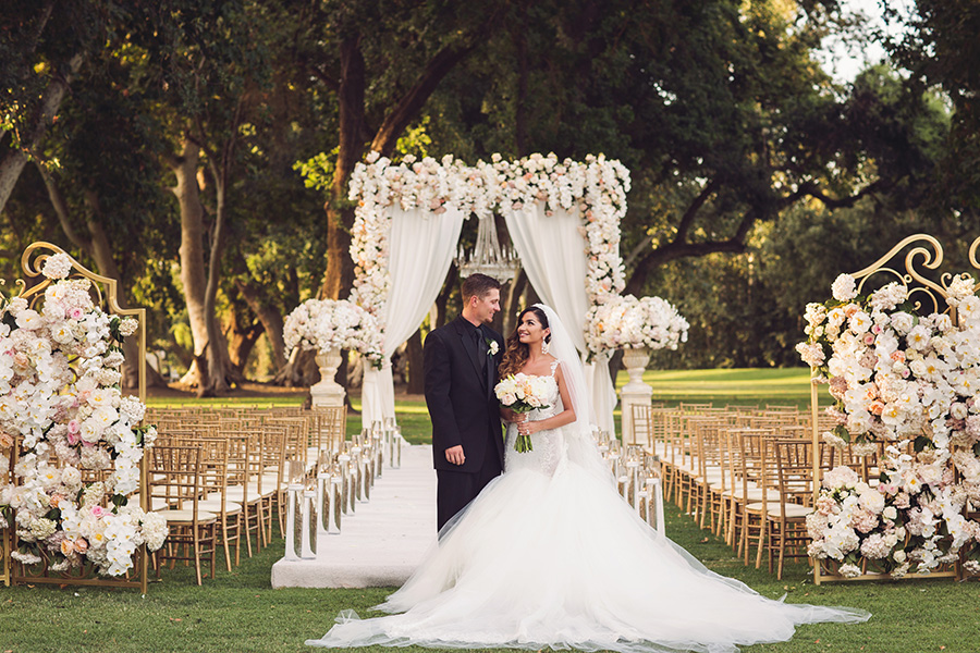 @strictlyweddings's cover photo for 'Traditional and Elegant Fairytale Wedding'