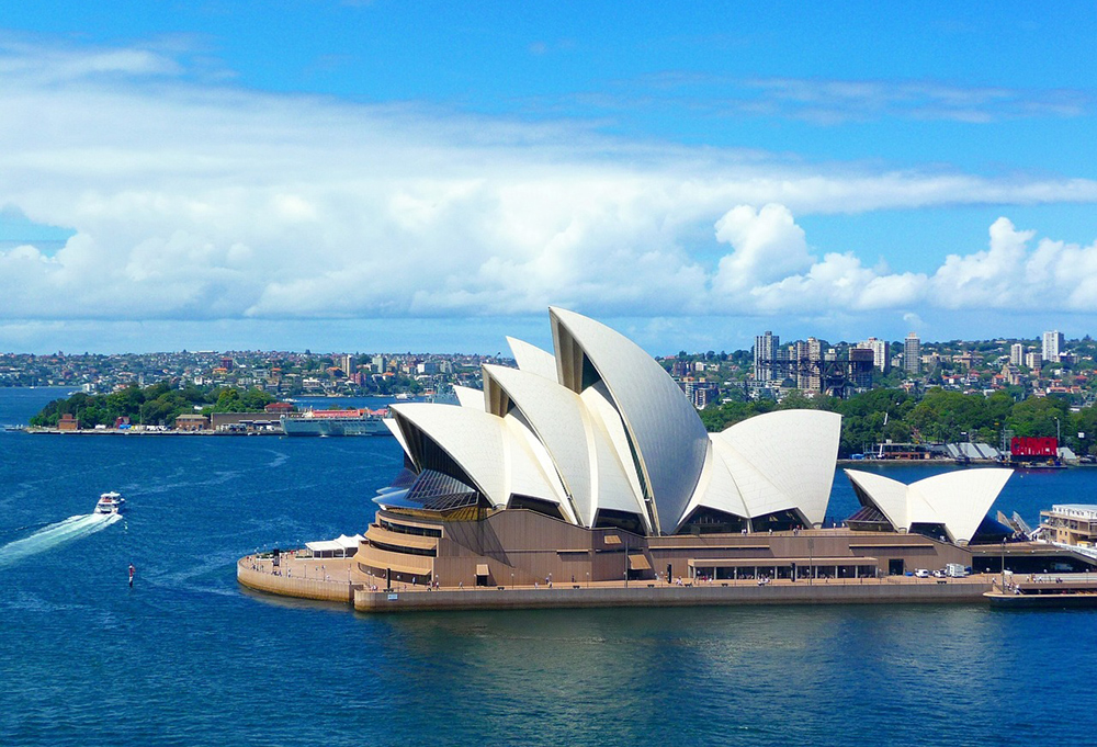 @spendlifetraveling's cover photo for 'Sydney, Australia: 10 Things Not to Miss - Insider Tips'