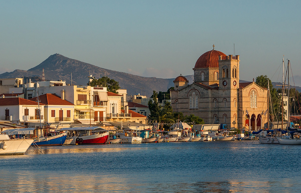@spendlifetraveling's cover photo for 'Greece: 5 Hidden Gems You Should Visit'