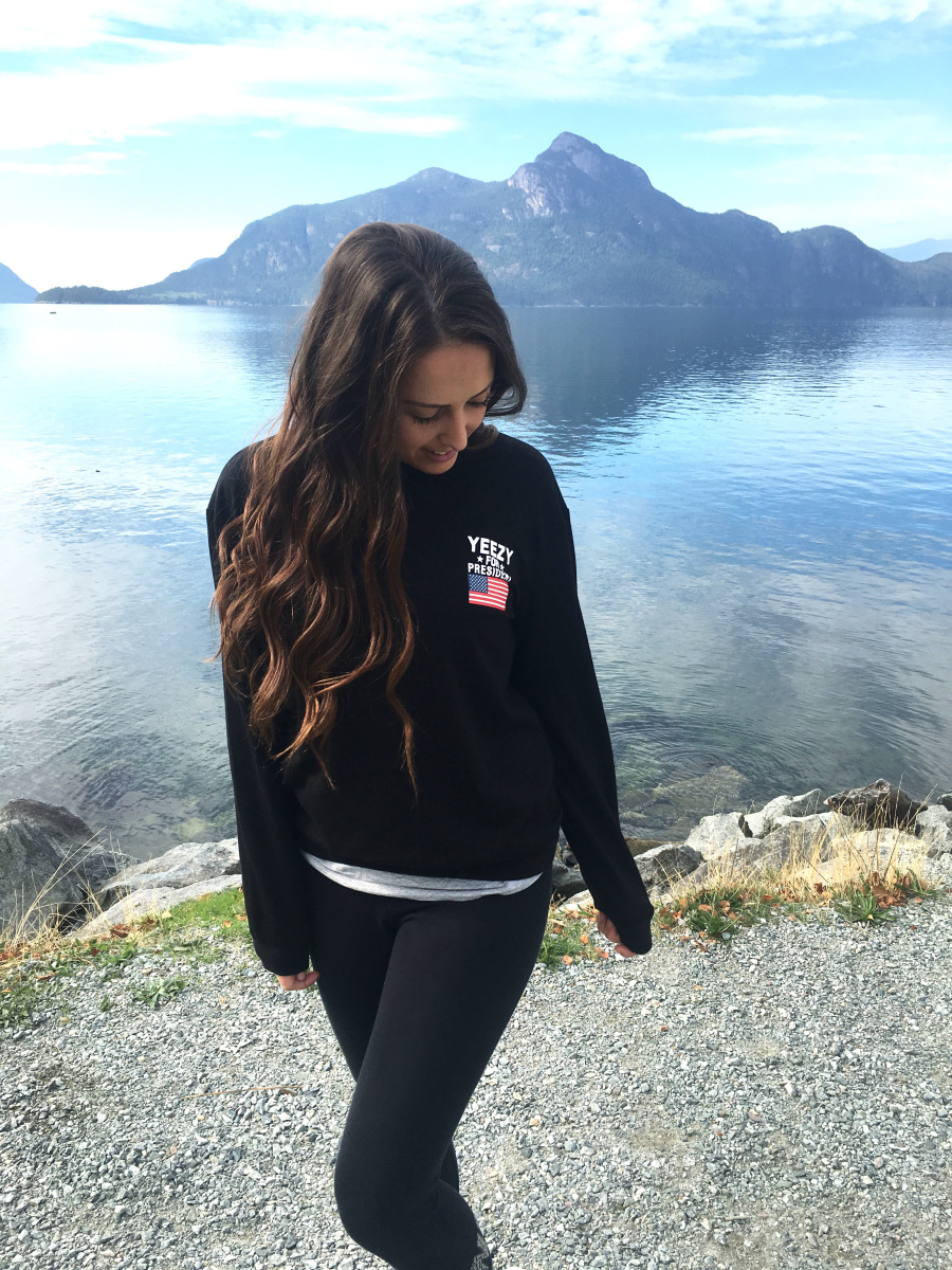 @beautyandtheleast_'s cover photo for 'Sightseeing OOTD: $11 Romwe Sweatshirt'