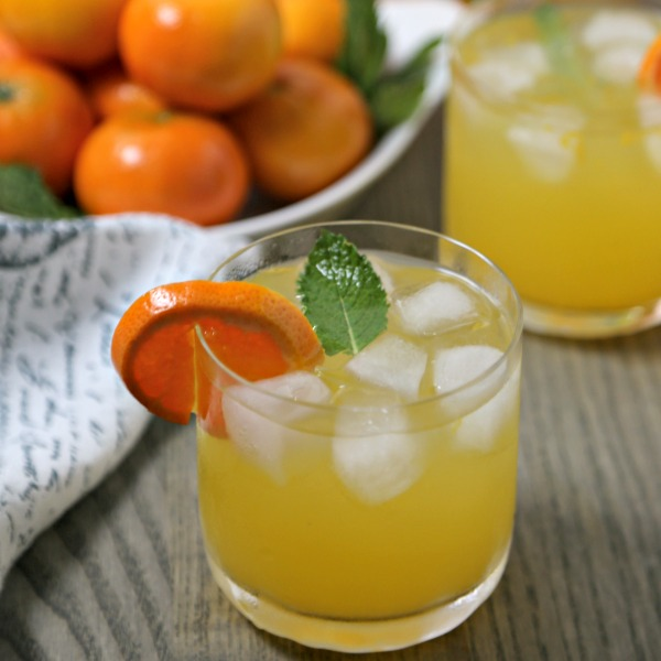 @cookinginstilettos's cover photo for 'Last Minute Entertaining With A Tangerine Mojito'