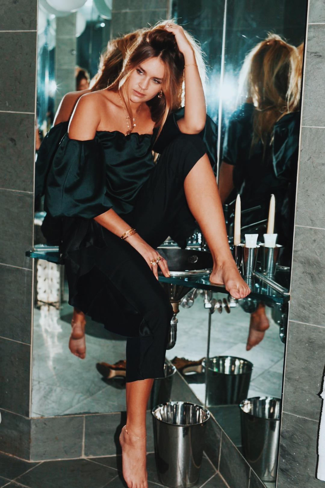 @ninasuess's cover photo for 'My royal fireplace - Nina Suess'