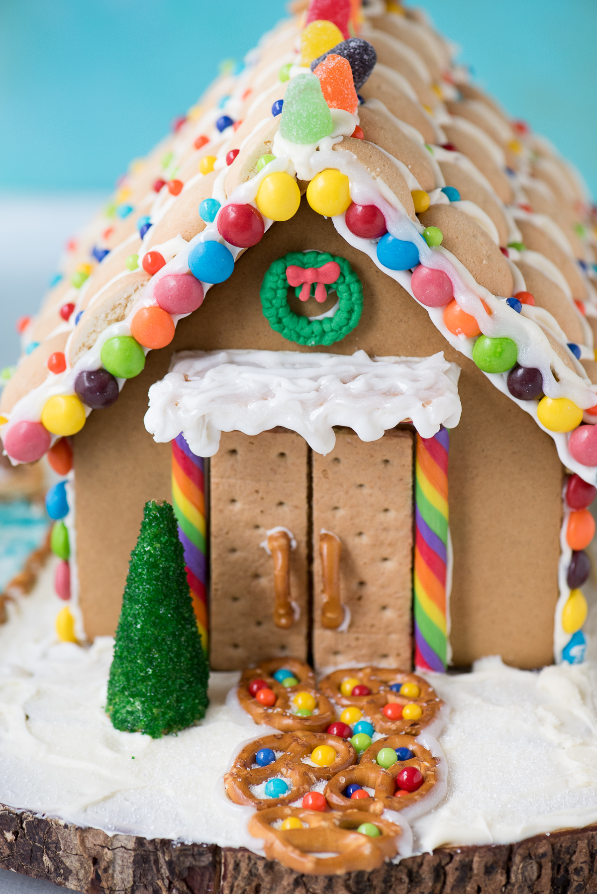 @beth_thefirstyear's cover photo for 'Holiday Gingerbread House | The First Year'