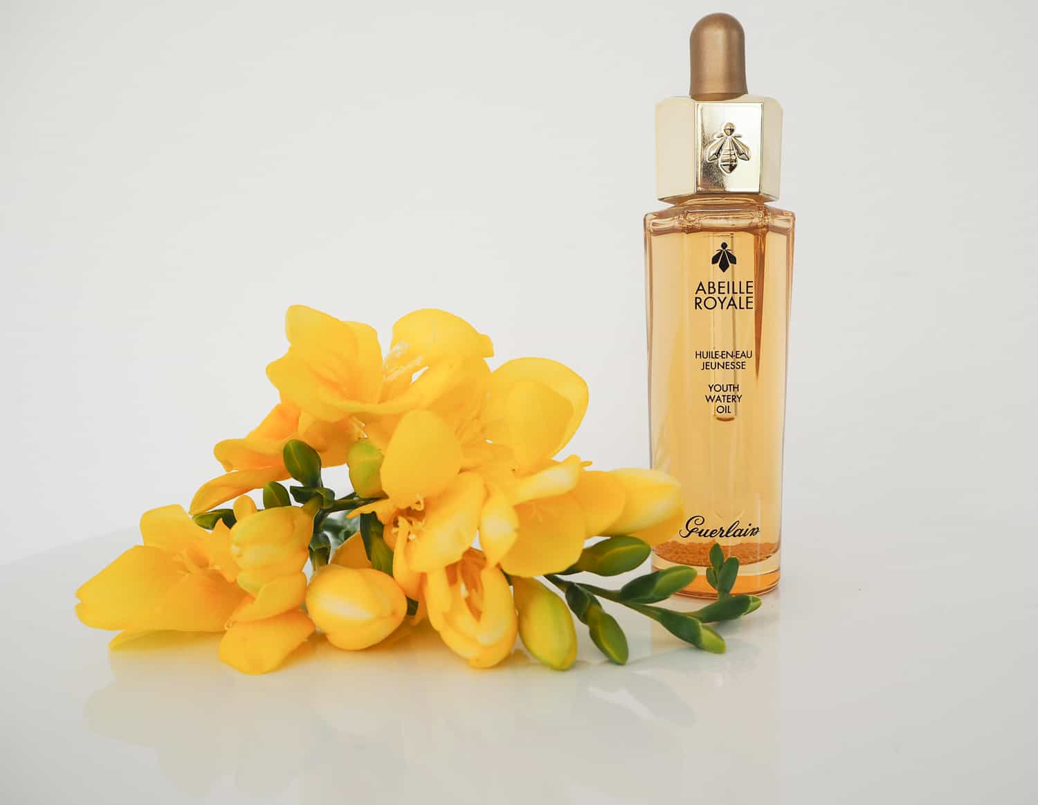 @sandra.levin's cover photo for 'Review | Abeille Royale Youth Watery Oil von Guerlain Paris'