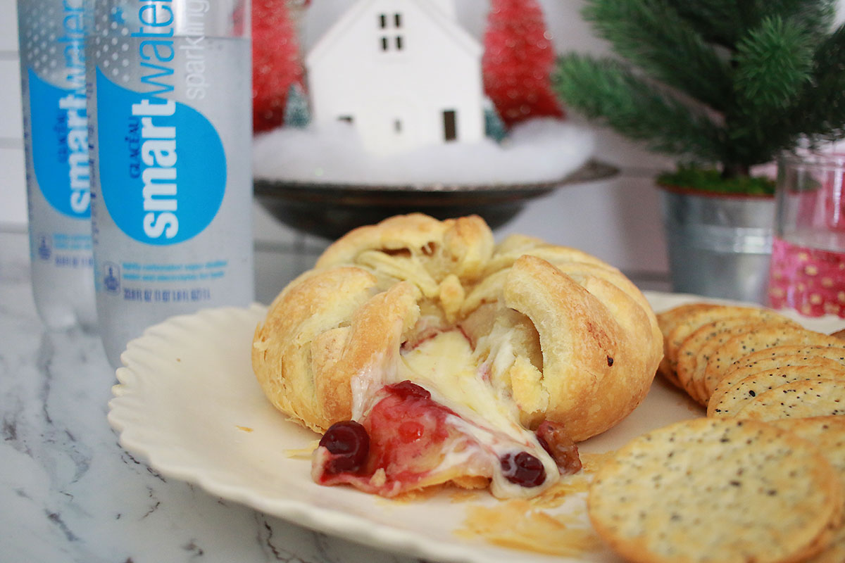 @itspamdel's cover photo for 'Easy Baked Cranberry Brie Appetizer | It's Pam Del'