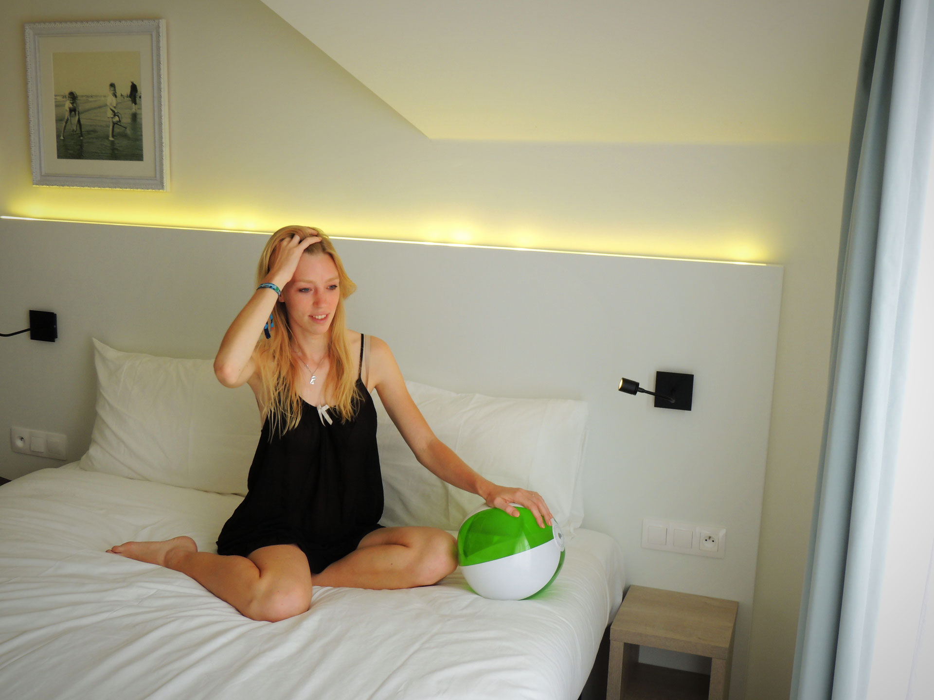 @paulina_on_the_road's cover photo for 'Hotel Review: Wake up in Style at Ibis Styles Nieuwpoort, Belgium'