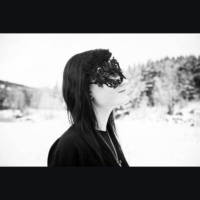 "@elvira_awaken's cover photo for 'Elvira(Also called Queen B)👑 on Instagram: ""Had a fun #photoshoot today. Check out my photographer @blackfoto.mr #blackfotofotografmartherotegård""'"