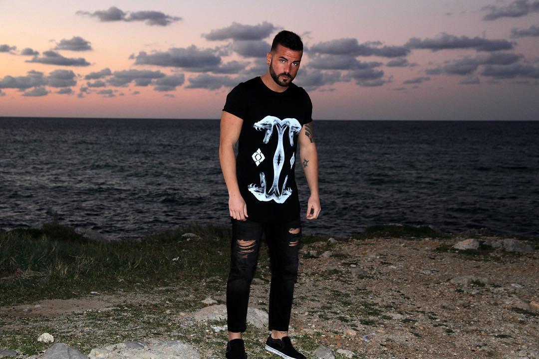 """@roberto_ranieri_'s cover photo for 'ROBERTO RANIERI on Instagram: """"T-shirt @neverdull_clothing, brand emergente che lavora tutti i suoi capi a mano. Tutti i capi sono unici nel suo genere, data la…""""'"""