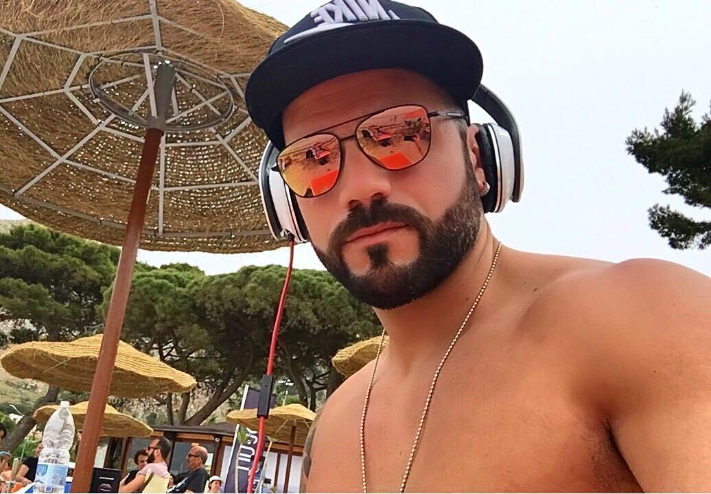 """@roberto_ranieri_'s cover photo for 'ROBERTO RANIERI on Instagram: """"E vabbè .. buona estate a tutti😜 #summer2017 @hawkersco""""'"""