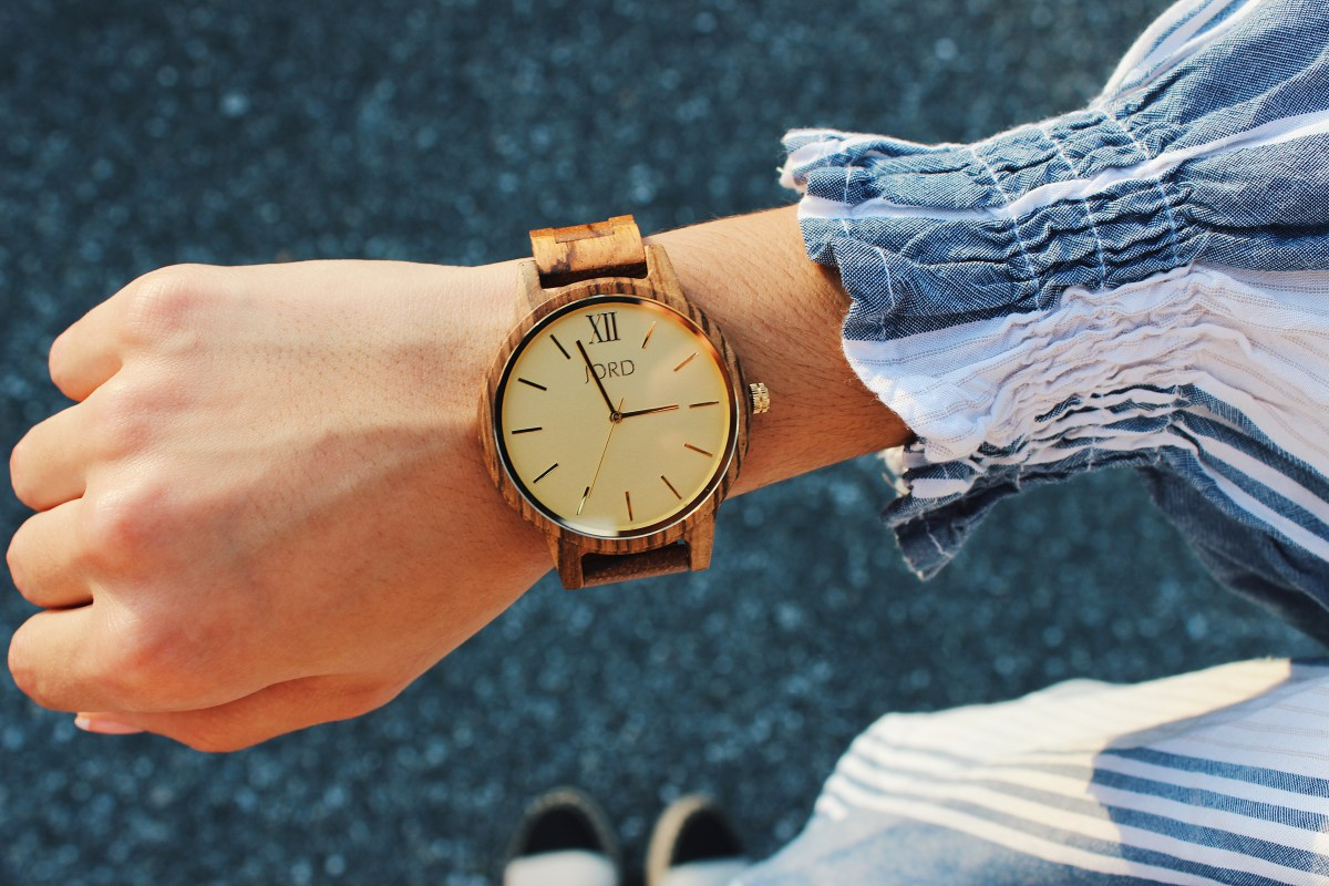 @styledbyris's cover photo for 'TRENDING: GOLD & WOODEN WATCHES'
