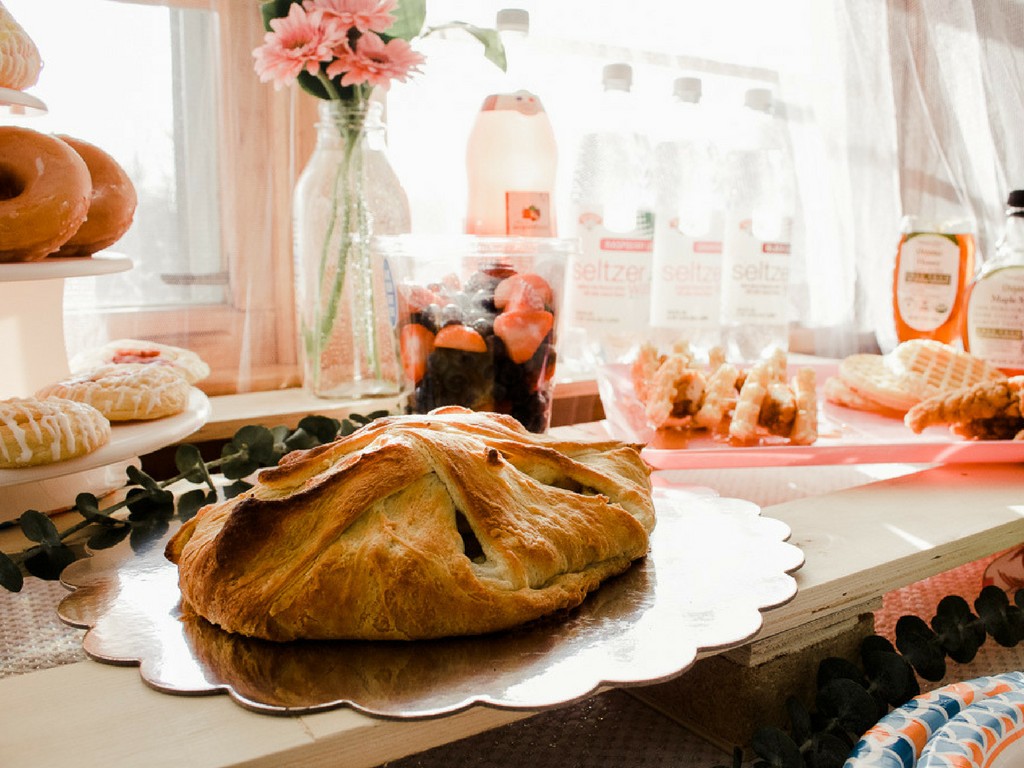 @hanna.j.smith's cover photo for 'How to Host Brunch + Breakfast Crescent Bake Recipe with Hannaford Supermarket'